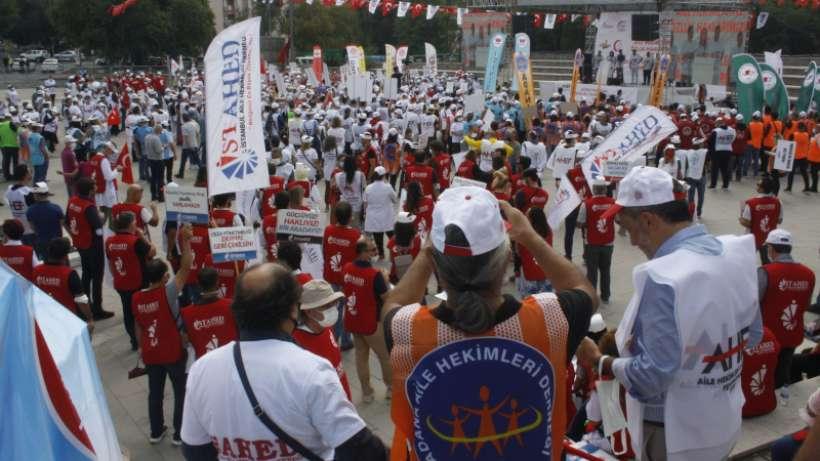 Aile hekimleri yönetmeliğe karşı Ankara'da eylem yaptı