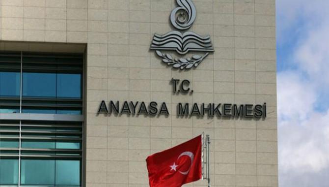 AYM: Yasal dernek faaliyetlerine katılmak terör örgütü üyeliğine delil olamaz