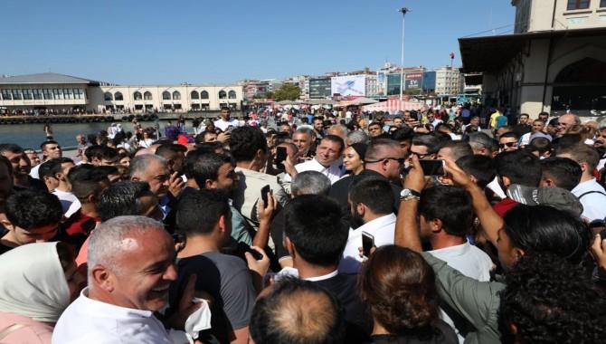 Başkan İmamoğlu hem Kadıköy'ün hem de gençlerin sorunlarına el attı!