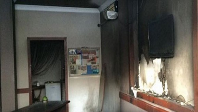 Darıca'da AKP ilçe binasına saldırı