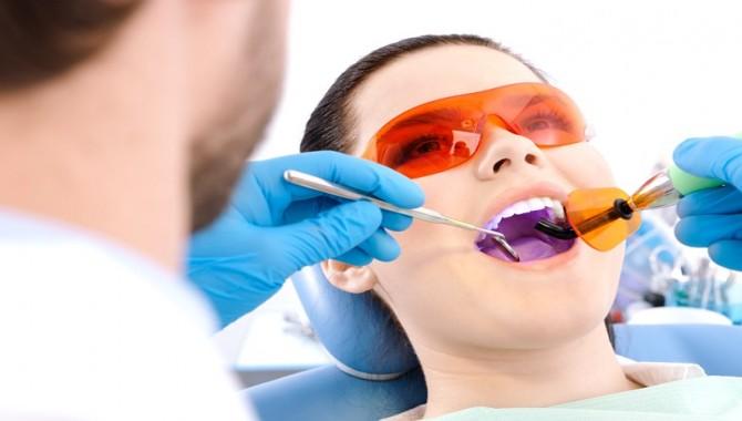 Diş tedavisinde lazer kullanımı riskli mi?