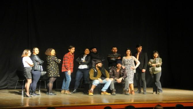 """Ebegümeci"""" adlı tiyatro oyunu Kartal'da sahnelendi"""