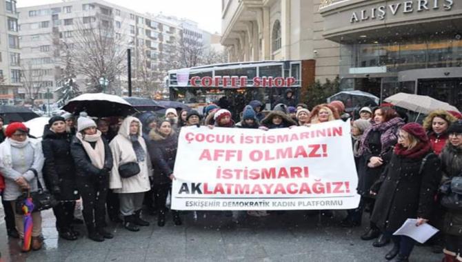 Eskişehir'de KESK'li kadınlardan istismarcıların affına tepki