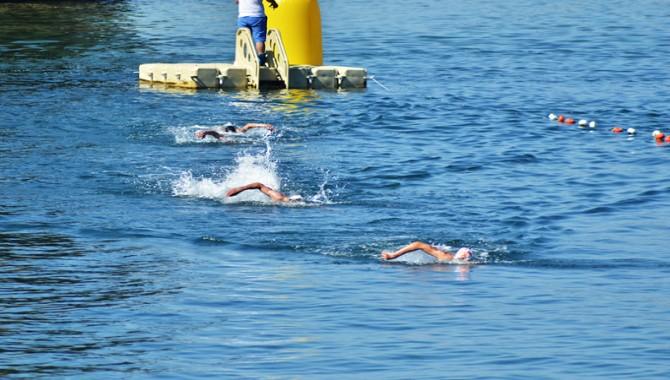 Foça Açık su yüzme şampiyonası başladı