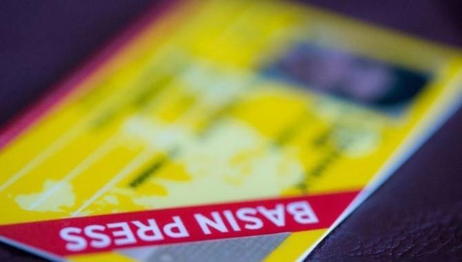 Gazetecilerin basın kartlarının iptal edilme kararından vazgeçildi