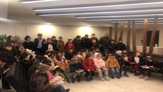 Gebze'de işçi aileleri ve çocuklarına film gösterimi