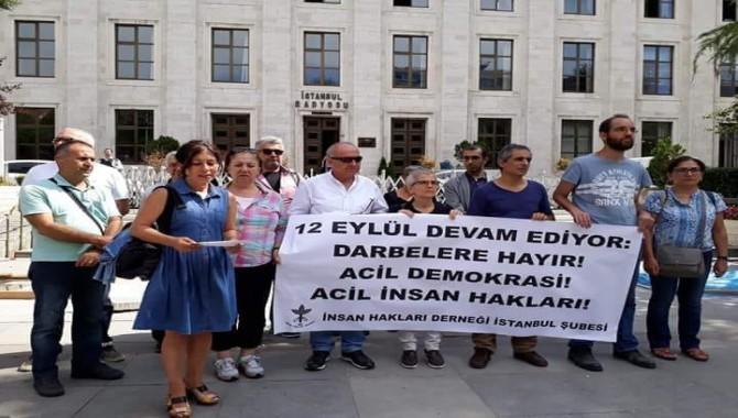İHD, TRT önünde 12 Eylül cuntasını protesto etti