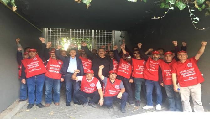 İşçiler, Holding başkanının evi önünde
