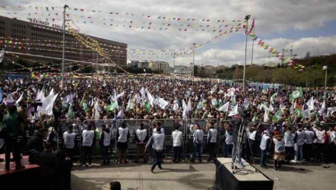 İstanbullular, Newroz alanını doldurdu: 'Mutlaka kazanacağız, tecridi kıracağız'