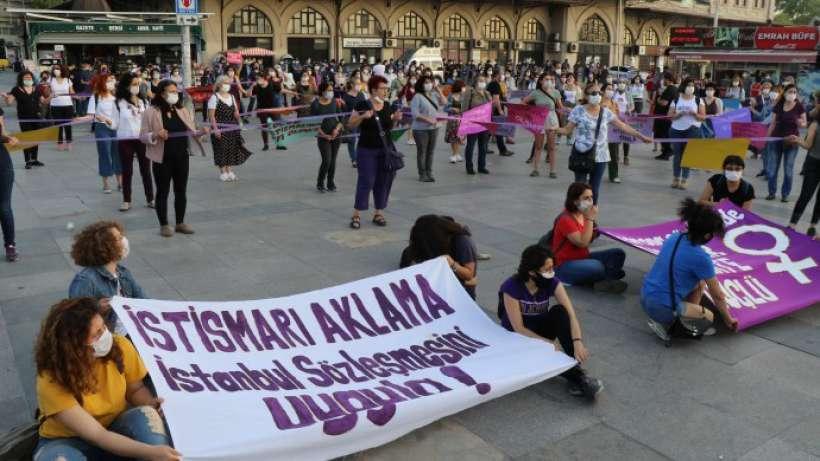 Kadınlar Birlikte Güçlü'den mor zincir eylemi