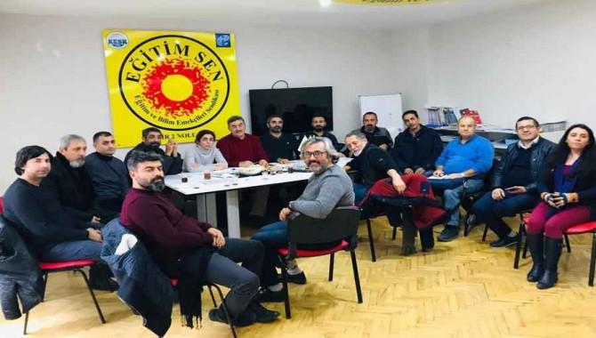 KESK İzmir Şubeleri: İhraçlar geri dönene kadar mücadelemiz sürecek