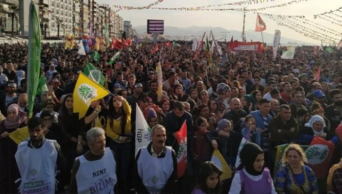 Newroz'a katılan milletvekillerine suç duyurusu