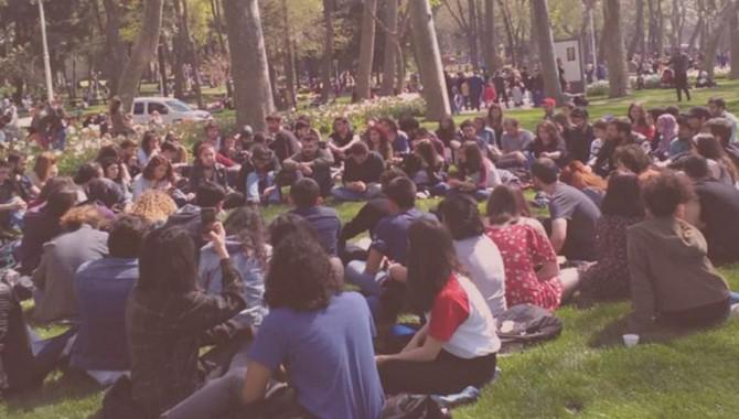 Öğrenciler 'can güvenliğimiz yok' diyerek seslerini rektöre ulaştırmaya çalışıyor