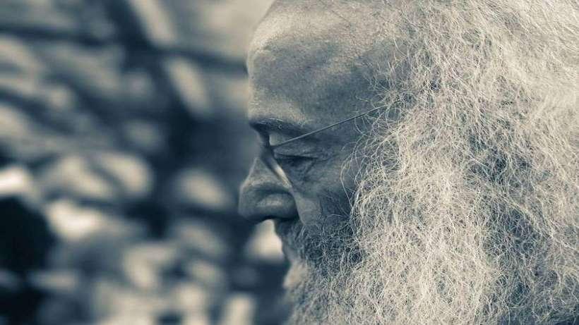 Sezai Sarıoğlu: Evden kaçan sözcükler
