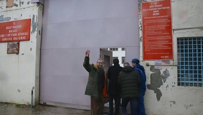 Sırrı Süreyya Önder, cezasının infazı için Kandıra Cezaevine girdi