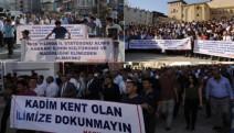 10 bin kişi, Hakkari'nin ilçe yapılma kararına karşı yürüdü