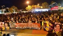 10 ekim katlimı her yerde protesto edildi...Kadıköy meydanında katliama protesto...