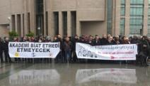 Barış Akademisyeni'ne 2 yıl 1 ay hapis cezası...Erteleme yok