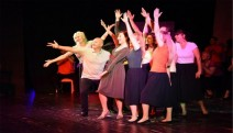 Bornova Kent Konseyi'nden sahnede profesyonel performans