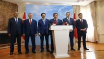 Eski Başbakan Davutoğlu ekibiyle birlikte AKP'den istifa etti