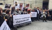 """Gazeteciler meydandan seslendi:Gazetecilik suç değildir! Tutuklu gazeteciler derhal serbest bırakılsın!"""""""