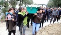 Hatay'da boşandığı erkek tarafından öldürülen kadının tabutunu kadınlar omuzladı