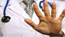 Her iki doktordan biri meslek hayatı boyunca şiddet gördüğünü söylüyor