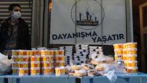 İstanbul Valiliği: Açık alanlarda yemek dağıtılmasını uygun değildir