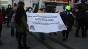 İzmir'de 'kadın üniversiteleri' protestosu