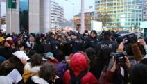 Kadınların danslı eylemine polis müdahalesi:9 gözaltı