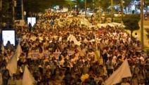 Kolombiya'da on binlerce kişi barış için yürüdü