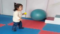 SerebralPalsi hastası Ceren artık yürüyebiliyor