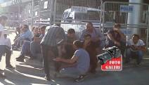 Ücretlerini alamayan İşçiler Yeşil Kundura önünde eyleme başladı
