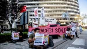 Yokoluş İsyanı, medya ve bankaların iklim krizi ikiyüzlülüğünü teşhir etti