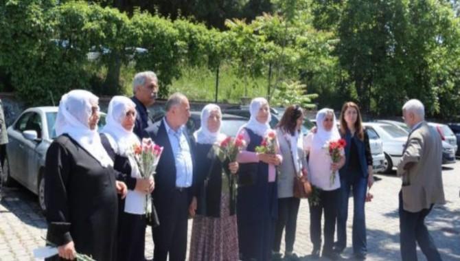 Tutuklu ailelerinin hapishaneye yürüyüşü polis tarafından engellendi