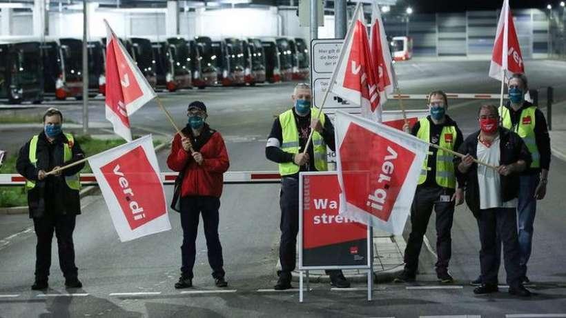 Almanya'da ulaşım çalışanları grev gitti