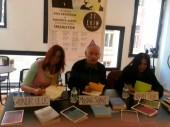 Yazarlar Aslı Erdoğan ve Necmiye Alpay'ın kitaplarını imzaladılar